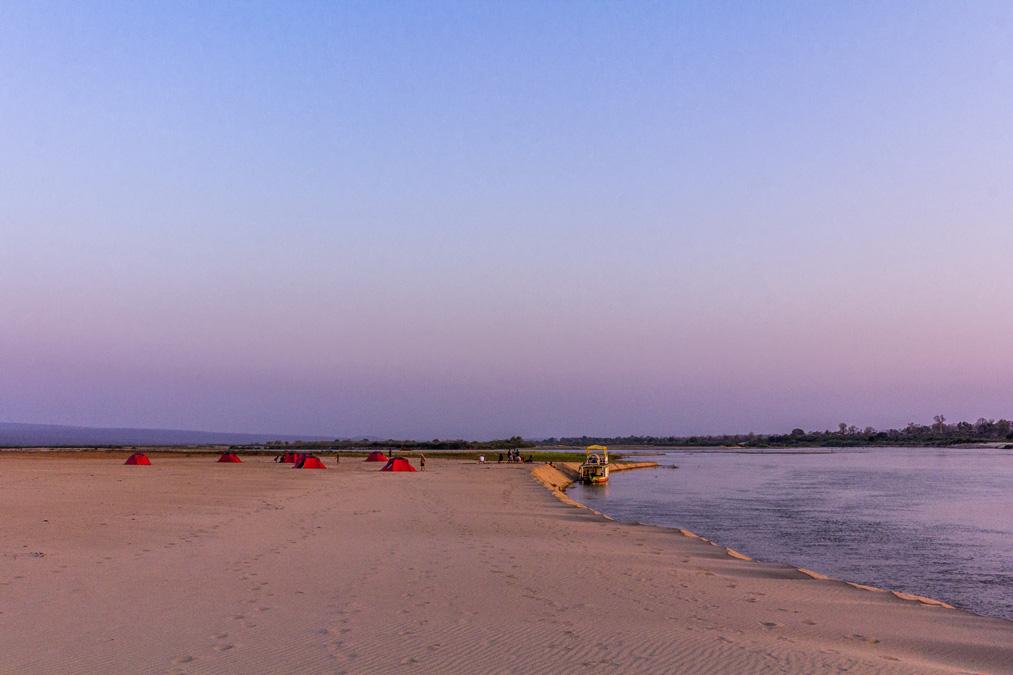 Campement sur la Tsiribihina à Madagascar