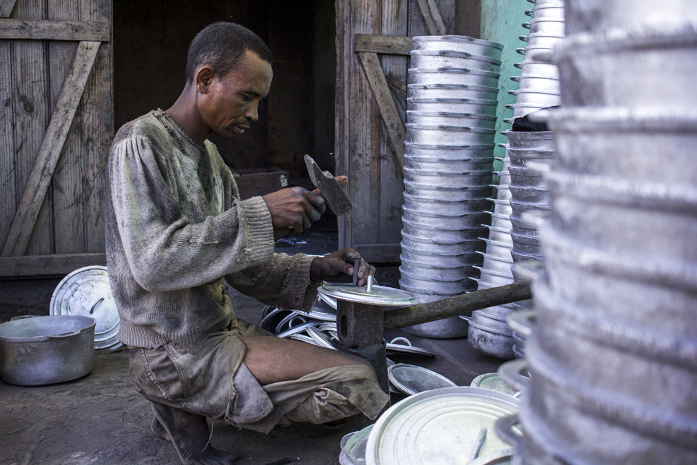 Fonderie d'aluminium à Ambatolampy à Madagascar