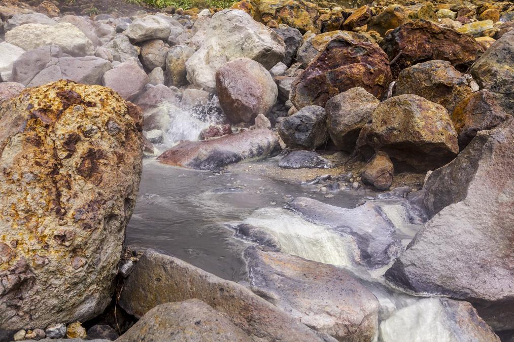Mare bouillonnante au Parc National de Morne Trois Pitons de la Dominique