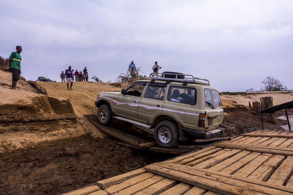 Passage en bac de la Tsiribihina à Madagascar