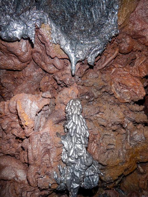 Tunnel de lave dans la coulée 2004 à la Réunion
