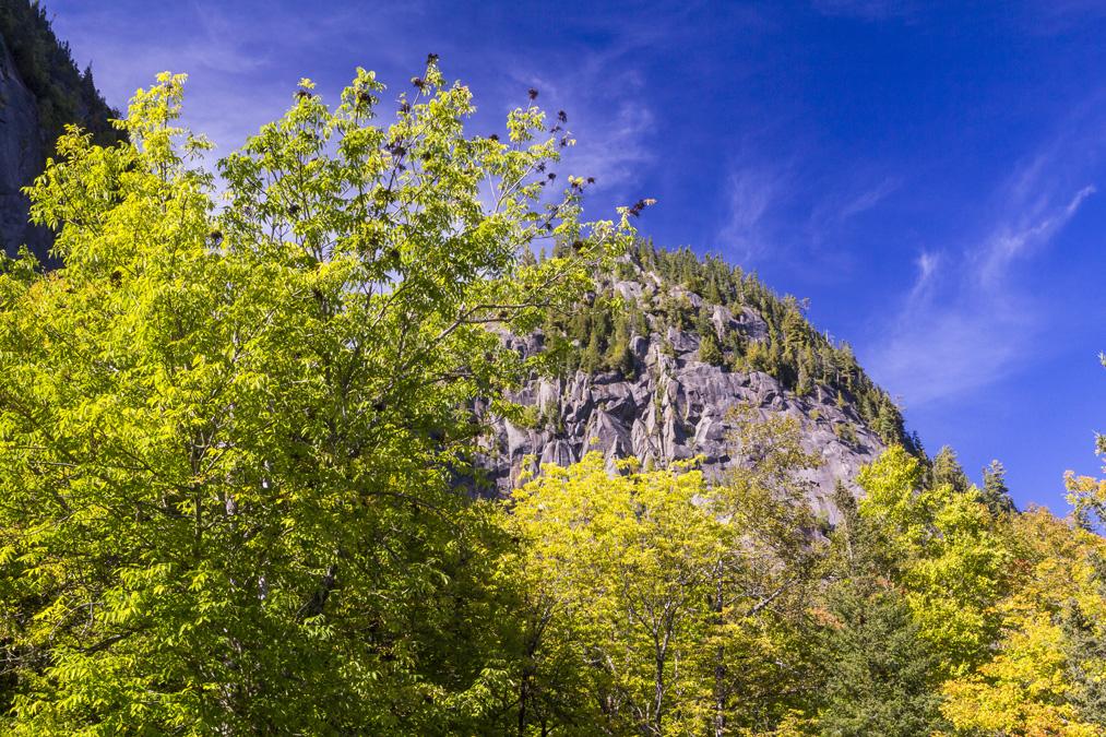 Sentier de la Statue dans le Parc national du Fjord-du-Saguenay au Canada