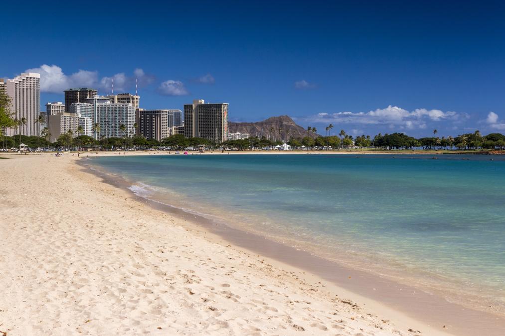 Ala Moana Beach à Honolulu sur l'île Oahu de l'archipel d'Hawaï