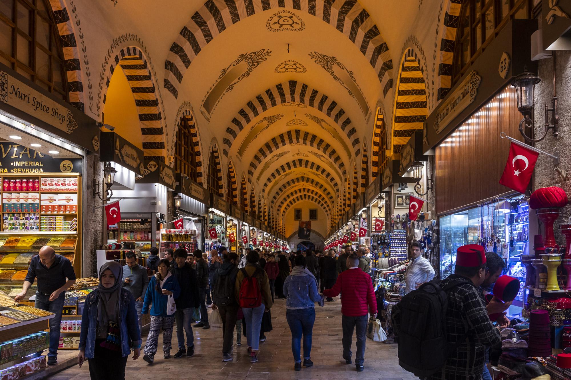 Mısır Çarşısı (Bazar aux épices) dans la ville d'İstanbul en Turquie