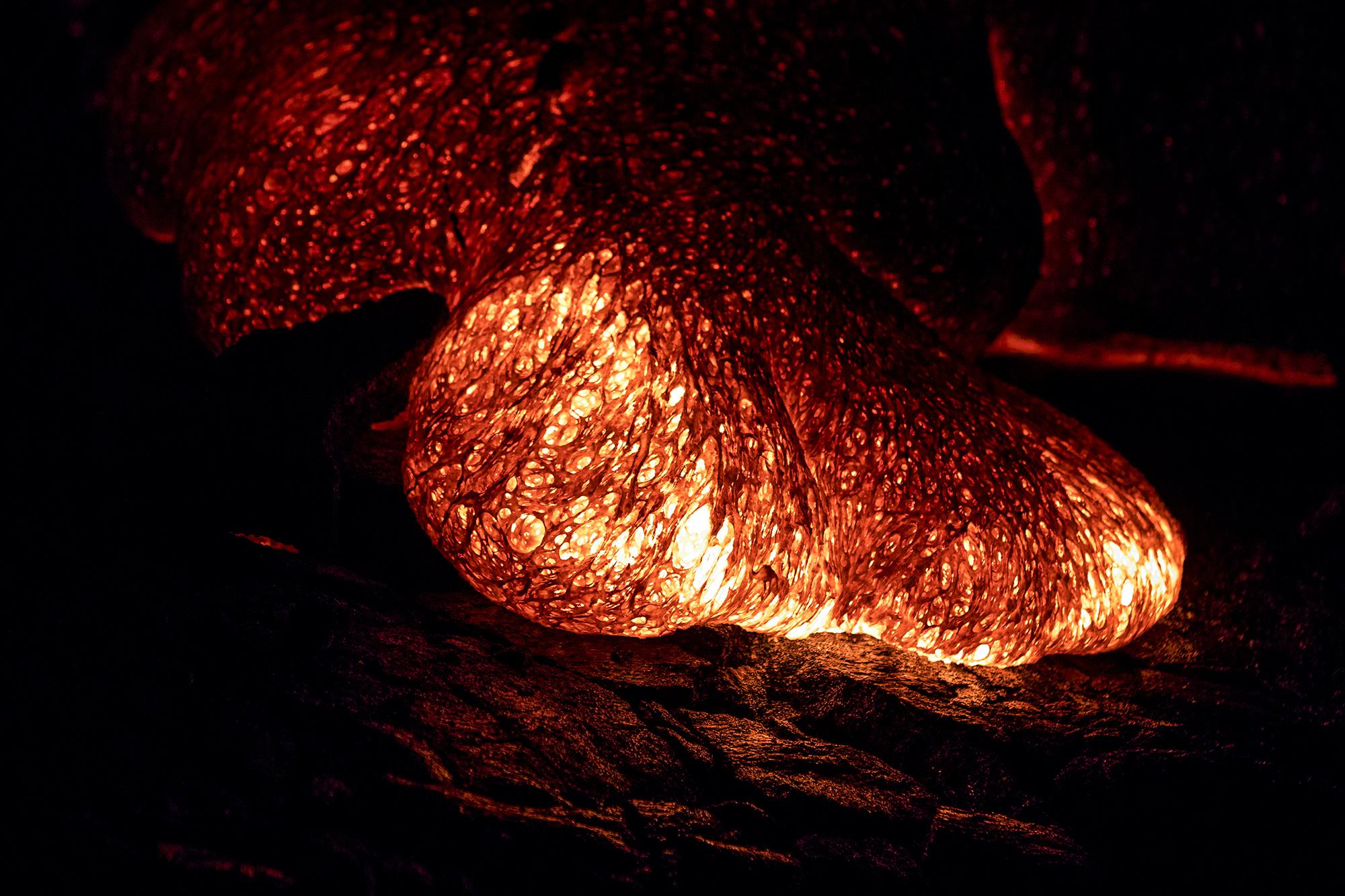 Coulée de lave du Puʻu ʻŌʻō Crater de Hawaii Volcanoes National Park sur l'île Big Island de l'archipel de Hawaï