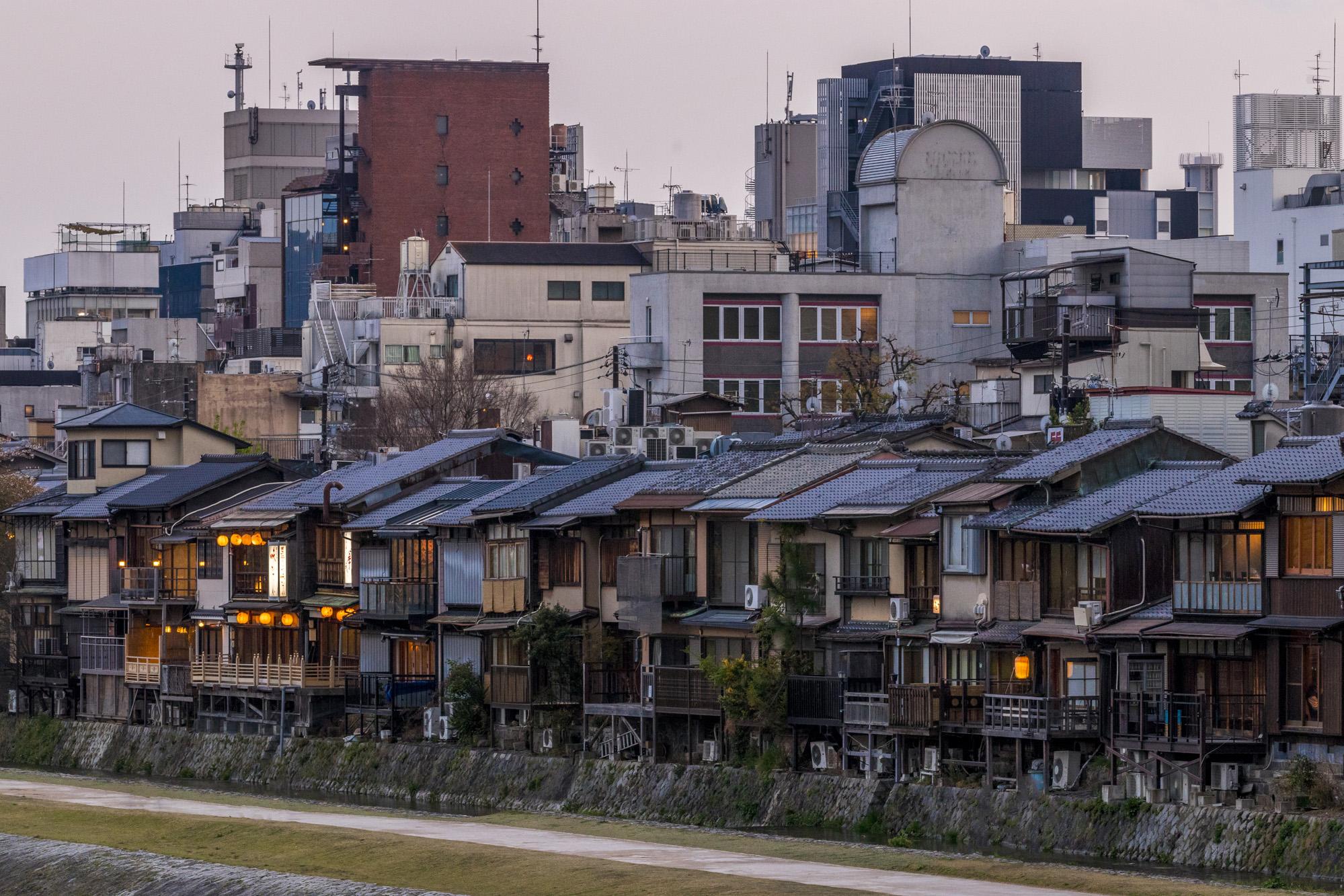 Kamo-gawa dans la ville de Kyōto au Japon