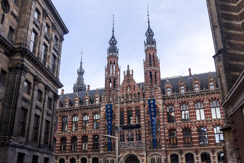 Magna Plaza à Amsterdam