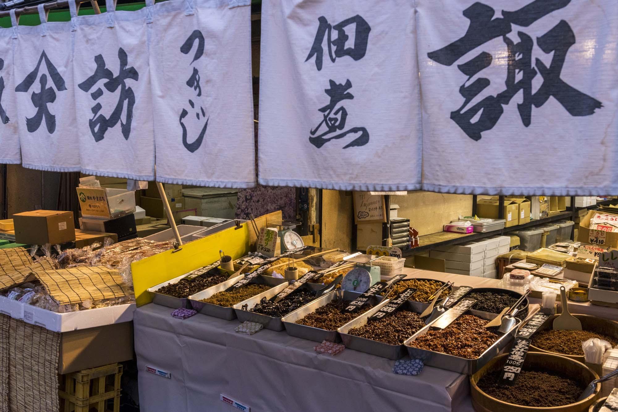 Tsukiji shijō dans la ville de Tōkyō au Japon