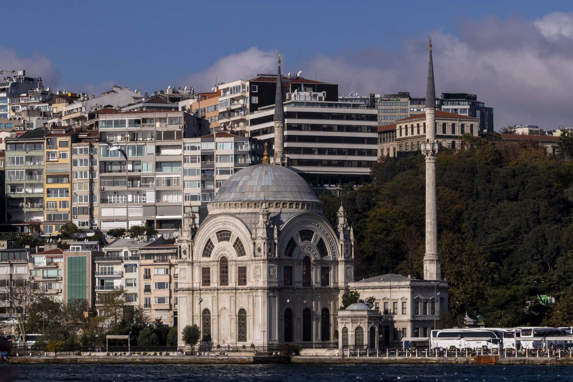 Dolmabahçe Camii dans la ville d'İstanbul en Turquie