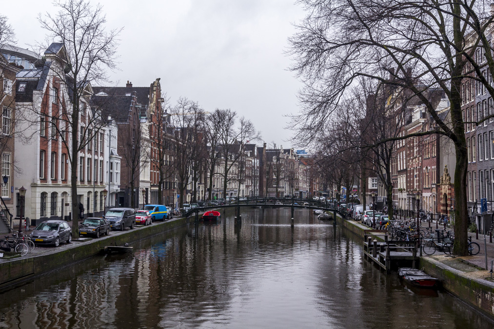 Canal Oudezijds Voorburgwal à Amsterdam