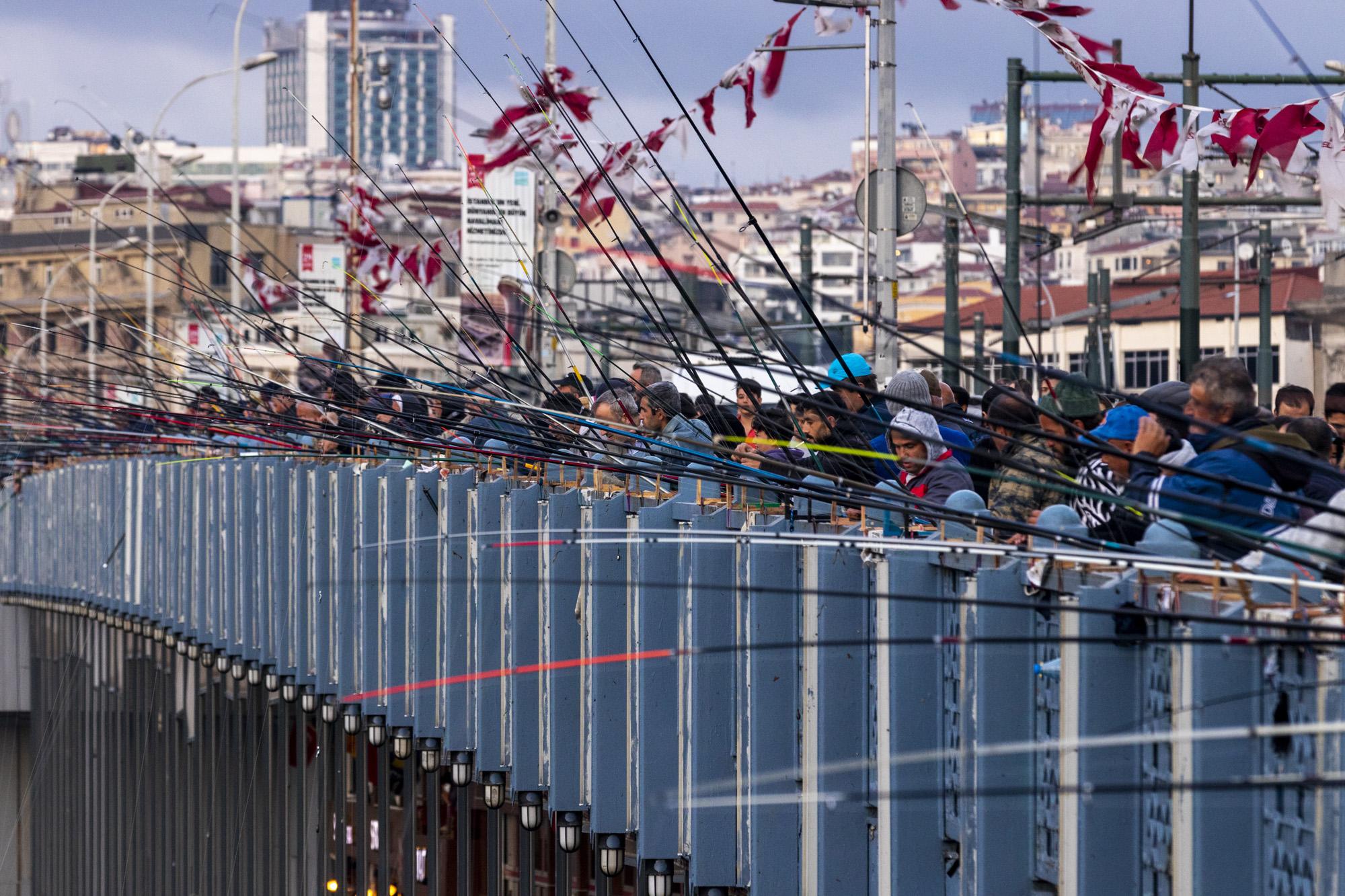Galata Köprüsü dans la ville d'İstanbul en Turquie